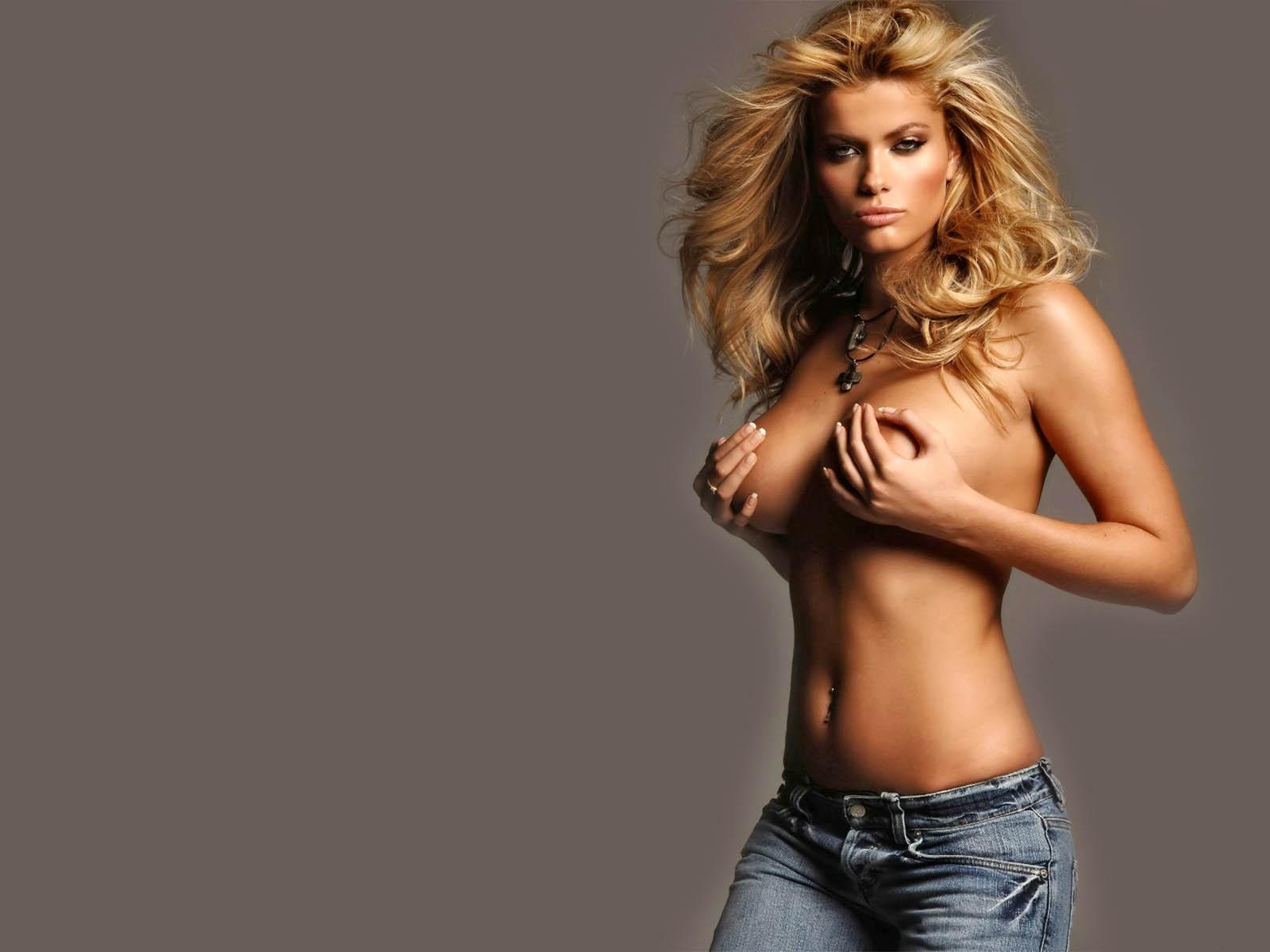 http://pictar.ru/data/media/67/celebrities__890_.jpg
