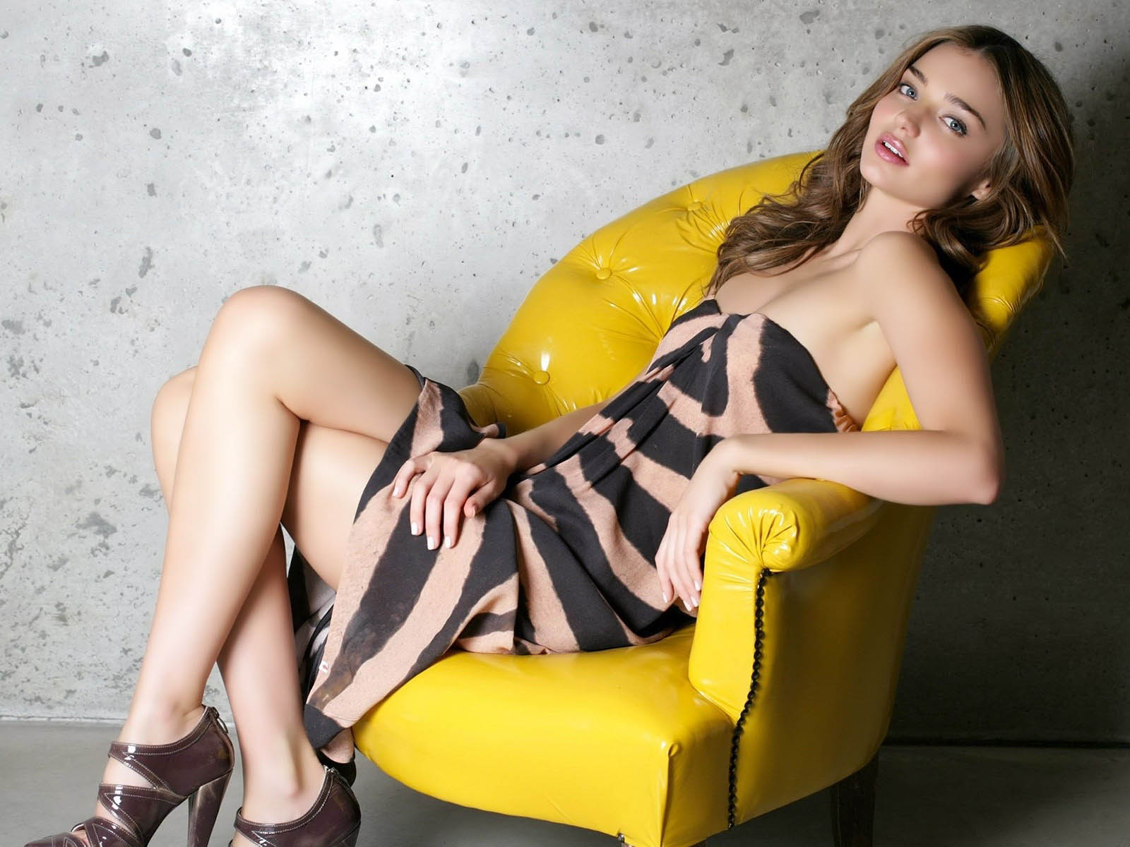 Сидящие девушки женщины фото 10 фотография