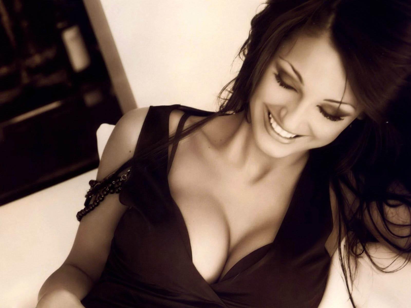 Фотографии красивой девушки брюнетки с хорошей грудью 10 фотография