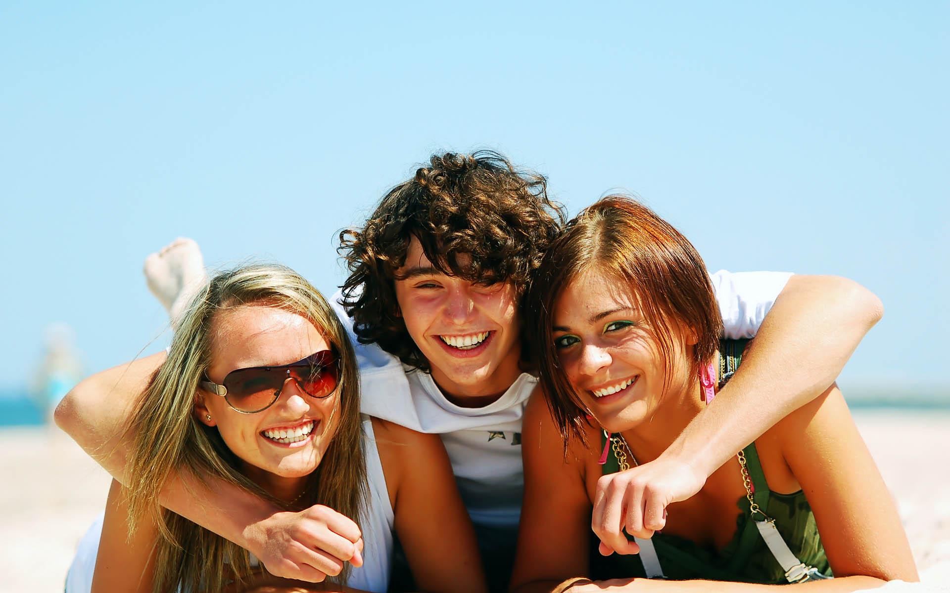 Три подружки и один парень 8 фотография